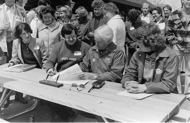 Ed Ward Contract Signing for first Milwaukee Irish Fest in 1981
